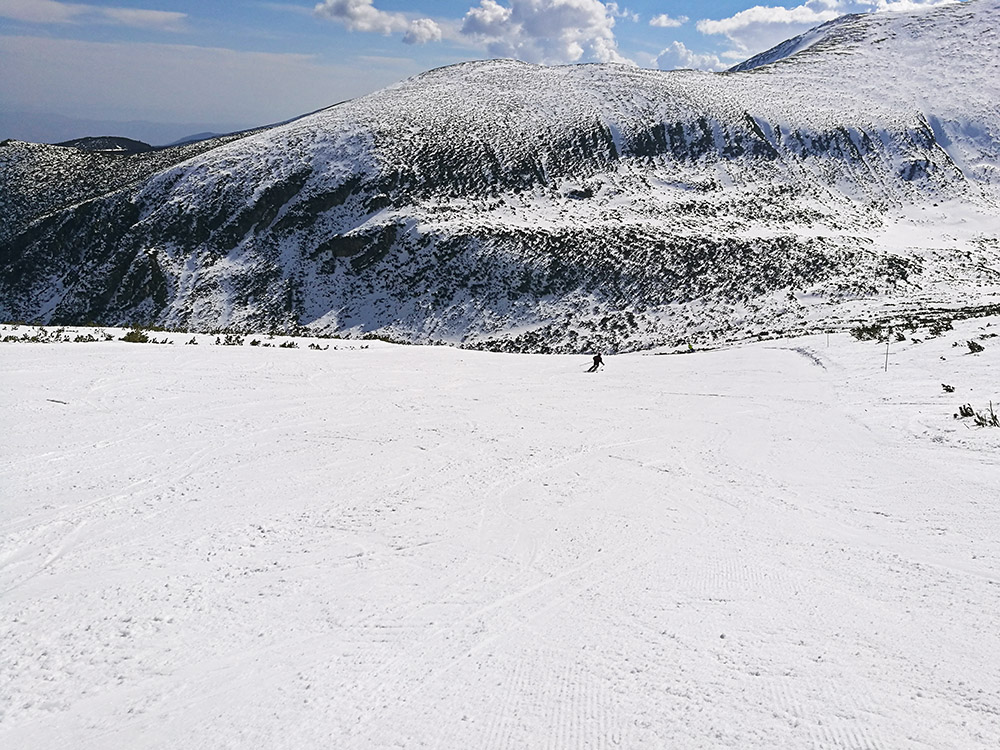 The Markudjik 2B ski run from its top.